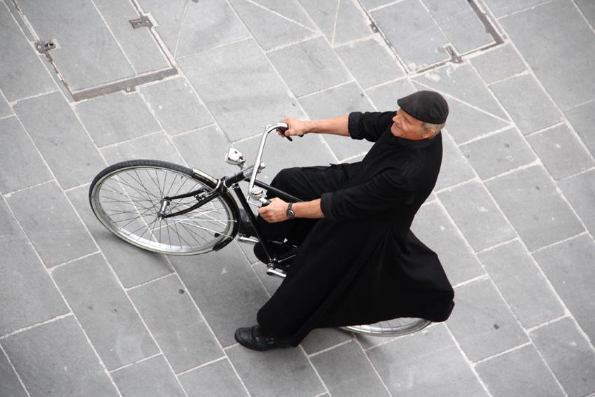 <!--:it-->Viaggiatori sulla Flaminia X° edizione - ALFABETI<!--:--><!--:en-->Viaggiatori sulla Flaminia 10th edition - ALPHABETS<!--:--> @ Rocca Albornoziana (Spoleto), Palazzo Ducale (Gubbio), Tempietto del Clitunno (Campello sul Clitunno)