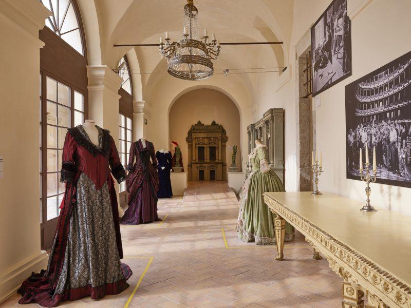 <!--:it-->MOSTRA | Frammenti di un percorso teatrale<!--:--><!--:en-->EXHIBITION | Frammenti di un percorso teatrale / Fragments of a theatrical journey<!--:--> @ Palazzo Collicola